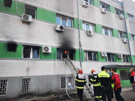 Specialistii INSEMEX <span style='background:#EDF514'>PETROSANI</span> investigheaza locul incendiului de la spitalul din Constanta