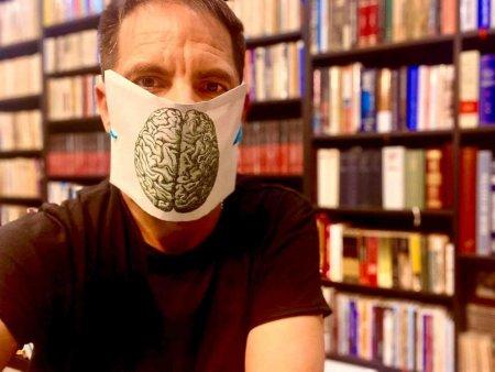 Dan Negru: Televiziunea si cinema-ul au batjocorit mereu <span style='background:#EDF514'>SISTEMUL MEDICAL</span> romanesc