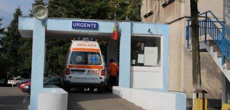 Pacienta plimbata cu ambulanta ore in sir intre doua spitale care nu se intelegeau cine s-o preia. Cazul, anchetat