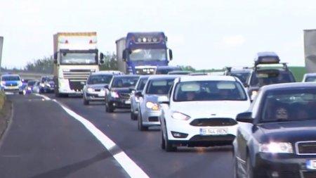 Coloana spre Bucuresti pe <span style='background:#EDF514'>AUTOSTRADA SOARELUI</span>, dupa un accident in lant