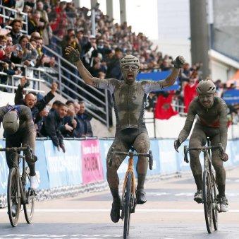Sonny Colbrelli castiga Paris-Roubaix la debut. Infernul Nordului si-a meritat din plin renumele