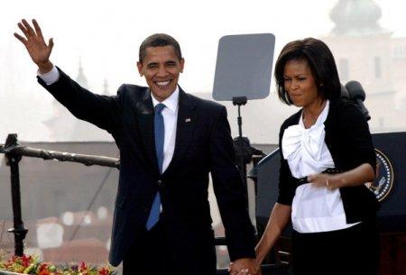 Barack si Michelle <span style='background:#EDF514'>OBAMA</span> aniverseaza 30 de ani de casatorie. Imagini de la inceputul povestii lor