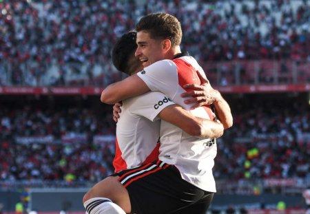 Spectacol in primul River Plate - Boca Juniors cu spectatori, dupa 582 de zile! Lacrimile lui Gallardo + jucatorii lui River au tinut un minut de reculegere pentru oaspeti, dupa ce i-au batut cu 2-1