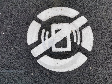 Fara telefon si casti, pe trecerea de pietoni. Noi marcaje rutiere in orasul Satu Mare