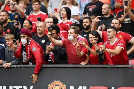 Incetati, cultura s-a schimbat! Este rasism » Fostul jucator al lui Manchester United, deranjat de cantecul fanilor despre el