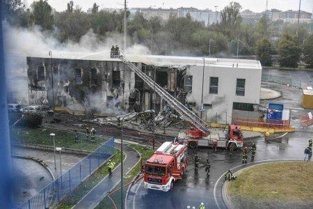 Șapte romani au murit in accidentul aviatic de langa Milano, confirma MAE