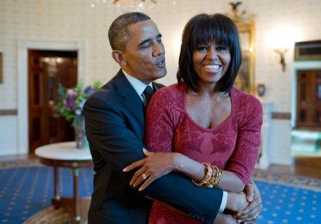 Barack <span style='background:#EDF514'>OBAMA</span> si Michelle sarbatoresc 29 de ani de casatorie. Mesajul fostului presedinte: Nu-mi imaginez viata fara tine