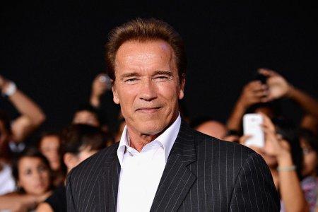 Arnold Schwarzenegger, mesaj emotionant de ziua fiului sau nelegitim, Joseph Baena. Tanarul este copia <span style='background:#EDF514'>FIDEL</span>a a tatalui sau