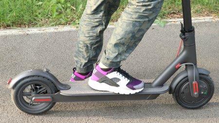 MAI: Conducatorii de trotinete electrice vor avea reglementari similare biciclistilor