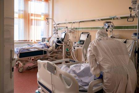 O femeie insarcinata si infectata cu COVID a murit la Spitalul din Oradea. Femeia nu era vaccinata si s-a tratat acasa cu Paracetamol