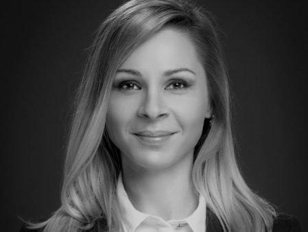 Firma de avocatura Dentons Romania o coopteaza pe Alexandra Radulescu in rolul de Counsel in cadrul practicii de solutionare a <span style='background:#EDF514'>LITIGI</span>ilor si disputelor