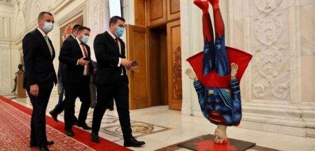 Superman in Parlamentul Romaniei. PSD il ironizeaza pe Florin Citu, inainte de motiunea de cenzura