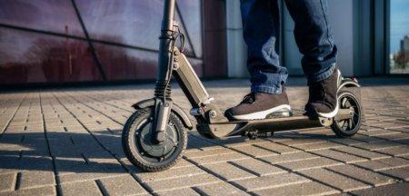 Noi reguli privind circulatia trotinetelor electrice pe drumurile publice: Nu mai au voie pe trotuar. Se schimba si placutele pentru masinile electrice