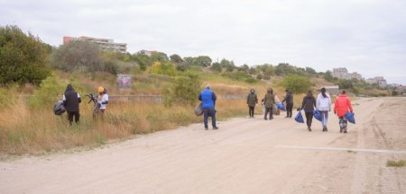 Voluntarii au strans trei tone de deseuri de pe plajele din Constanta