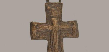 Cruce unicat, descoperita la Pacuiul lui Soare, exponatul lunii octombrie la muzeu