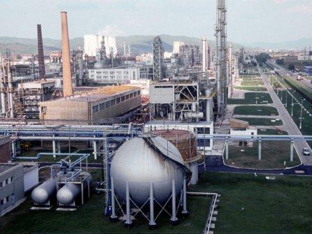 Deloitte Romania si Reff & Asociatii au asistat Chimcomplex in contractarea unui imprumut de 90 mil. euro de la CEC Bank si Alpha Bank pentru refinantarea creditelor existente si pentru investitii