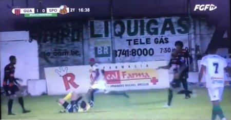 Un fotbalist a lovit arbitrul cu piciorul in cap » A fost arestat pe stadion de politia militara