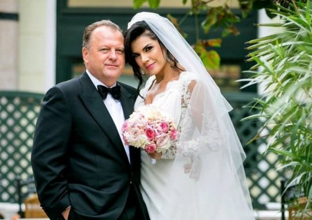 Irina Nicolae si Marius Vizer sarbatoresc sase ani de <span style='background:#EDF514'>CASATORIE</span>. Au organizat o petrecere in cinstea lor