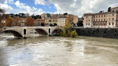 MAE, avertizare de calatorie pentru Italia. Mai multe regiuni, sub coduri rosu, portocaliu si galben de ploi