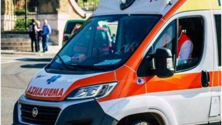 O femeie si-a injunghiat copilul si l-a pus pe banda de produse de la un supermarket, in Italia