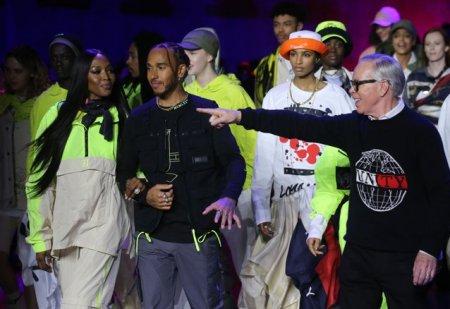 Lewis Hamilton fotogra<span style='background:#EDF514'>FIAT</span> alaturi de Naomi Campbell si alte vedete la Saptamana Modei de la Paris