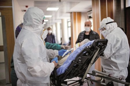 In loc sa creeze circuite in spitale, autoritatile limiteaza si mai mult accesul pacientilor: 30 de zile sunt suspendate operatiile care nu sunt urgente. Dupa aproape doi ani de pandemie, autoritatile nu reusesc sa tina deschise spitalele pentru pacientii non-COVID si suspenda pentru o luna orice interventie care nu e urgenta