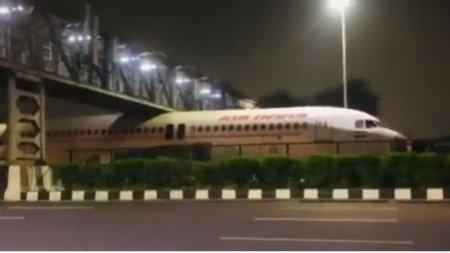 Cum s-a putut intampla? Un avion Air India a ramas blocat sub un pod