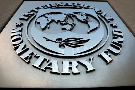 FMI, anunt sumbru: Mergem cu <span style='background:#EDF514'>PIETRE</span> in pantofi. Marea divizare a vaccinarii loveste puternic in economie