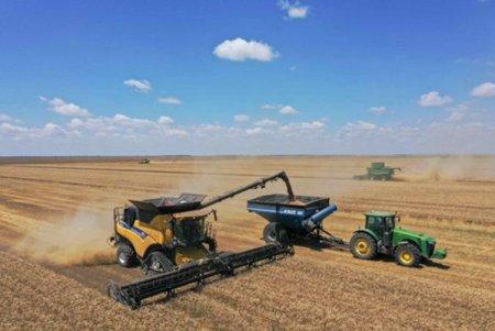 Operatorul de terenuri agricole Holde Agri Invest a cumparat o ferma de 230 de hectare d<span style='background:#EDF514'>IN CALARASI</span>, pentru 2 mil. lei. Suntem in discutii pentru achizitionarea a inca trei ferme, cu o suprafata totala de peste 3.000 de hectare