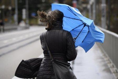 Informare METEO: urmeaza zile cu vant puternic, ploi si frig