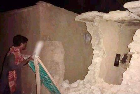 Zeci de morti in <span style='background:#EDF514'>PAKISTAN</span>, in urma unui cutremur cu magnitudinea 5,9