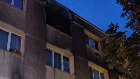 Incendiu puternic intr-un bloc d<span style='background:#EDF514'>IN BRASO</span>v, un om a murit