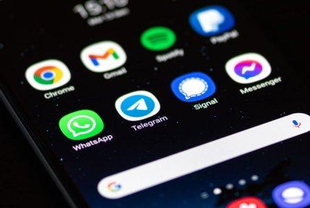 Rivalii Facebook, cresteri importante dupa ce aplicatiile companiei au picat. Cati utilizatori noi au avut Telegram si Signal
