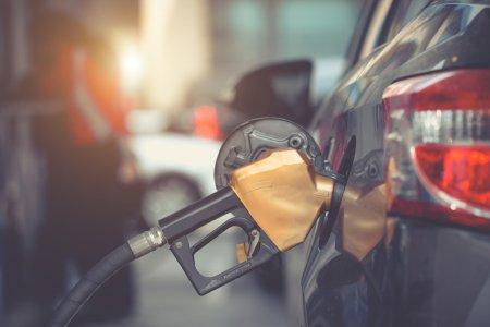 Lovitura crunta pentru cei cu masini pe <span style='background:#EDF514'>BENZINA</span>! Panica totala la pompa. Pregatiti-va pentru ce e mai rau