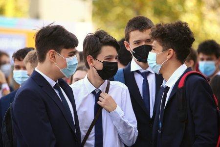 Cursurile fizice, suspendate in 15 scoli si licee din Bucuresti, dupa depistarea unor cazuri de COVID