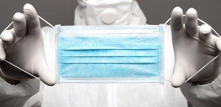 Masca de protectie devine obligatorie <span style='background:#EDF514'>IN BRASO</span>v! Decizia a intrat deja in vigoare