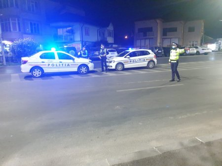 Incaierare cu bate si <span style='background:#EDF514'>PIETRE</span>, in Sibiu. Politia a retinut 13 agresori, iar 5 au ajuns la spital