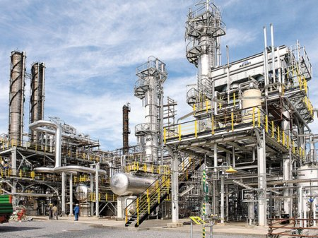 Rafinaria Petrobrazi a OMV <span style='background:#EDF514'>PETROM</span> a mers la capacitate maxima cu rivalii de la <span style='background:#EDF514'>PETROM</span>idia inchisi. Vanzarile de produse petroliere au crescut cu 24% in T3