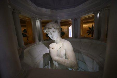 "Statuia lui David de Michelangelo, acoperita in Dubai pentru a nu ofensa i<span style='background:#EDF514'>SLAM</span>istii. Istoric: ""O umilinta si o porcarie"""