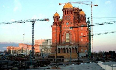 Cum justifica BOR preturile ridicate pentru <span style='background:#EDF514'>MATERIALE</span>le de la Catedrala Neamului: Tabla a fost testata ani in sir, in ploaie si vant. Nu e o constructie obisnuita