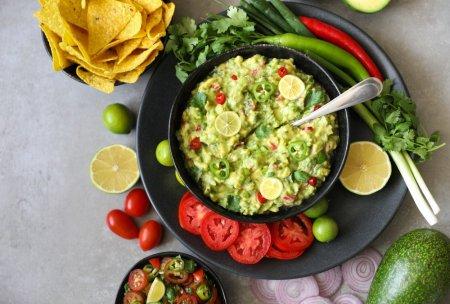 Ce este guacamole si cum se mananca. Cea mai simpla reteta si trucuri pentru acest sos