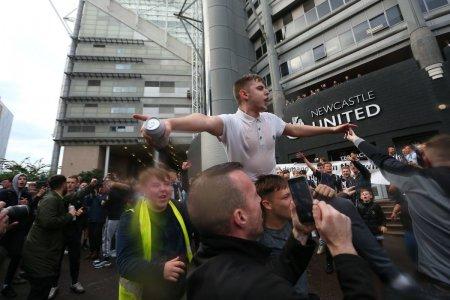 Proteste masive dupa cumpararea lui Newcastle: Criminalii isi spala reputatia si m<span style='background:#EDF514'>URDARE</span>sc sportul