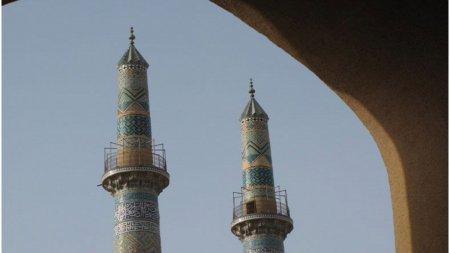 Atac sinucigas intr-o moschee din <span style='background:#EDF514'>AFGANISTA</span>n. Martorii oculari spun ca sunt cel putin 50 de morti