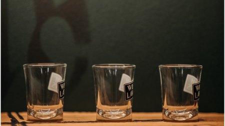 14 rusi au murit dupa ce au consumat <span style='background:#EDF514'>ALCOOL</span> contrafacut