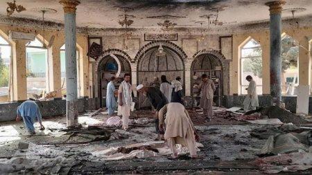 Sute de morti si raniti, dupa ce o explozie puternica a spulberat o moschee siita din provincia Kunduz, <span style='background:#EDF514'>AFGANISTA</span>n