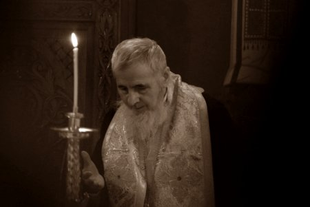 A murit fostul Episcop vicar al <span style='background:#EDF514'>ARHIEPISCOP</span>iei Vadului Feleacului si Clujului. Mesajul patriarhului Daniel