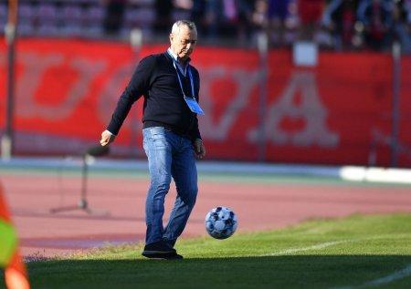 Ultimele mi<span style='background:#EDF514'>SCARI</span> de la Dinamo » Mircea Rednic s-a convins deja si i-a pregatit contractul pana in 2022
