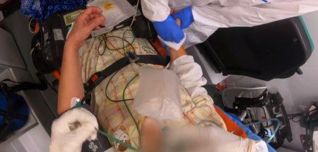 Imagini greu de <span style='background:#EDF514'>PRIVIT</span> dintr-o interventie SMURD la o pacienta cu o forma grava de COVID: Nu mai am aer! VIDEO