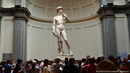S-au gandit sa-i puna lenjerie intima: Statuia lui David de Michelangelo, acoperita. Critic de arta - O umilinta si o porcarie (VIDEO)