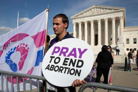 Legea care interzicea avorturile in <span style='background:#EDF514'>TEXAS</span>, din nou in vigoare dupa o decizie a Curtii de Apel
